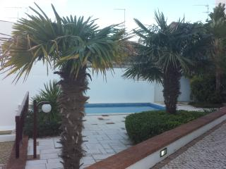 Beautiful 2 Bedroom Apartment with pool, Lagos