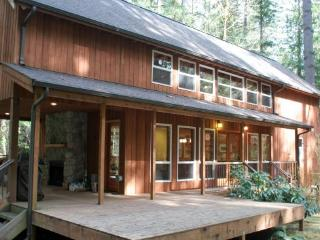 CR103vMapleFalls  - This Beautiful 3-Story Home is Pet Friendly and has a Private Hot Tub!, Glacier