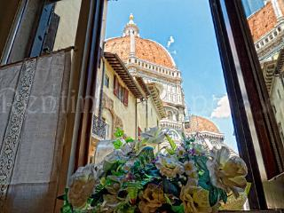 Cozy Apartment with a Unique View of the Duomo, Florence