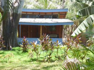 rommy's cabina just a few steps from the beach, Santa Teresa
