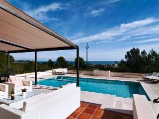 Holiday villa with TOP sea view, pool & Wi-Fi, Font de Sa Cala