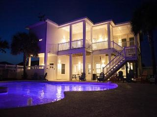 Tipsy Turtle: Private Pool, Close to Beach, Pets, Grill, Port Aransas