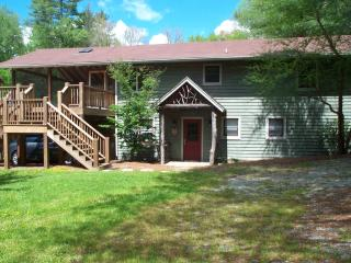 Acclaimed Haven Lodge   442 ft fronts Norton Creek, Cashiers