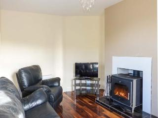 HANNON'S COUNTRY FARMHOUSE, woodburner, en-suite, pet-friendly, renovated property near Ballymote, Ref. 30562