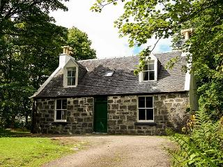 GARDENS COTTAGE, detached, in the grounds of Dunvegan Castle, beside the loch, near Dunvegan, Ref 915417