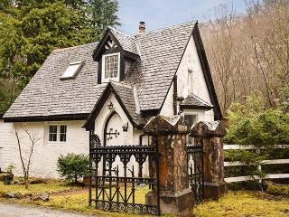 WEST LODGE, detached, woodburning stove, off road parking, garden with treehouse, near Spean Bridge, Ref 915754