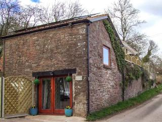 PADDOCK HOUSE, hot tub, WiFi, pets welcome, romantic retreat in Blakeney, Ref. 919931