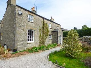 IVY COTTAGE, detached, two sitting rooms with woodburning stoves, en-suite, shop and pub next door, near Kirkby Lonsdale, Ref 921295