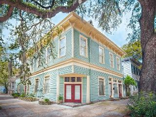 Large pet-friendly home on Liberty Street, perfect for a family!, Savannah