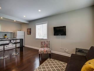 1BR Newly-renovated Studio in 8th Ave South w/Pool, Brentwood
