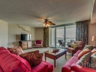 NEW LISTING! SUMMER DATES AVAILABLE! Luxury,Yacht Club 2BR 2BA,pool/hot tub/great golf! Sleeps 7, North Myrtle Beach