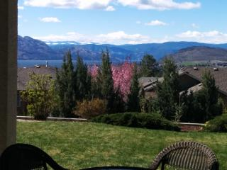 Sanctuary on Vineyard - your home away from home!, West Kelowna