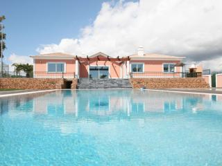 Luxury Villa T5 with pool, Olhao