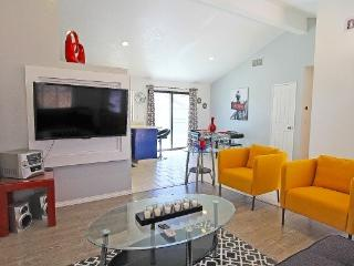 Fun and Fabulous Budget Friendly Pool Home w/View, Palm Springs