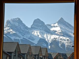 2 Bedroom Luxury Home with Stunning Mountain Views, Canmore