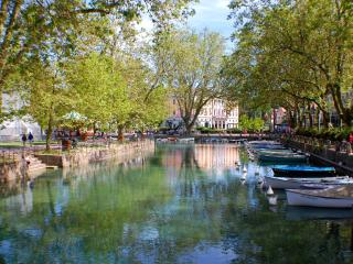ANNECY - Lake view, Apt in village center. 6 pers., Talloires