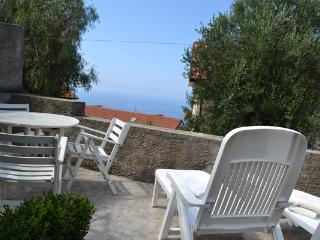 Holidayhome with garden and seaview, Ascea