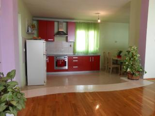 Apartment with sea & mountain view, Maslenica