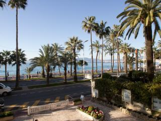 Seafront Cannes, 4 guests.
