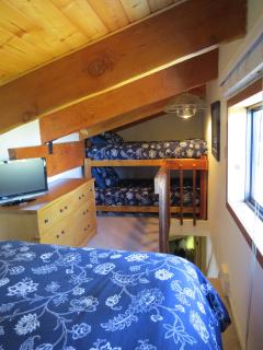 2nd loft with bunks, TV