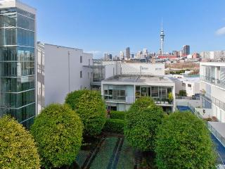 Ponsonby apartment within walking distance to Auckland City.  Carpark included, Herne Bay