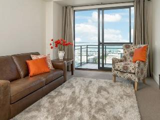 Heritage Towers 12th Floor Apartment with Views over Auckland Harbour., Auckland Central