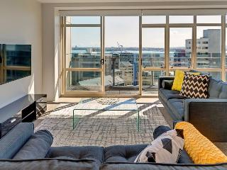 Three Bedroom Sunny Family Condo in the Heart of Auckland City, Carpark, Albany