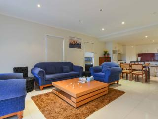 Boutique Stays - 3 Bedroom Townhouse, Melbourne