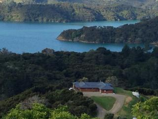 Modern Villa: luxury, sunny; huge views; peaceful, Whangaroa