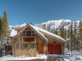Mountaintop Getaway with Private Hot Tub, Close to Yellowstone, Big Sky