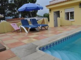 Family Villa with pool and games room - sleeps 9, Alzira