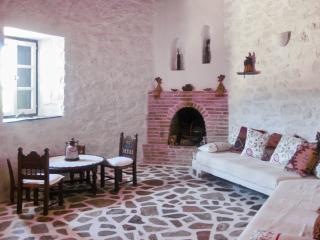 Enchanting island house in Chroussa, Syros, surrounded by orchards, w/ WiFi & private terrace, Vari