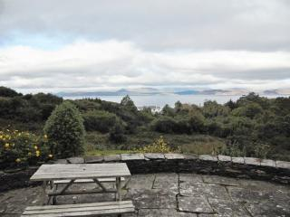 Dumbrody Lodge - Stately house overlooking Dingle Bay, with central heat and lush garden, sleeps 10, Ahascragh