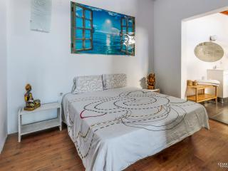 Stunning apartment in Punta Mujeres with sea views, terrace and garden – sleeps 2