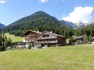 Pristine mountain apartment in Tyrol with terrace, WiFi and stunning views of the Carnic Alps, Kartitsch
