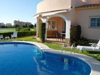 Beach 3Bdr Villa with Private Pool and Golf View, Oliva