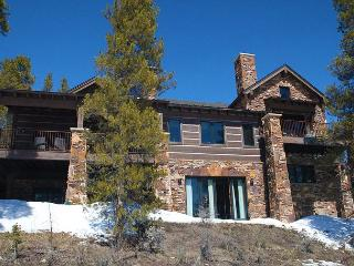 Luxurious 7 bedroom mountain lodge on 4 acres in the Swan Valley !, Breckenridge