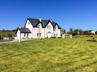 KILCLARE LODGE, detached, woodburning stoves, WiFi, off road parking, garden, near Carrick-on-Shannon, Ref 922002, Drumcong