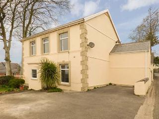THE CROFT, detached, spacious property, WiFi, games room, sauna, near Kidwelly, Ref 919041