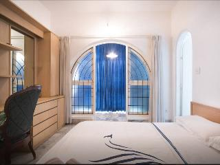 Cozy Trendy  room in central Guest House|BB, Bengaluru (Bangalore)