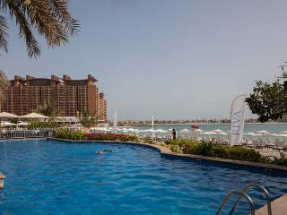 3 bed at Palm with private beach and swimming pool, Dubai