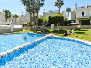 House w shared pool 5min from beach, La Mata