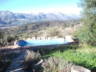 Pauline's House - Spacious country getaway in Andalusia w/ pool, stunning view of Guardiaro Valley, Algatocin