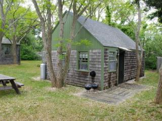 Charming cottage short walk to private bay beach!, Eastham