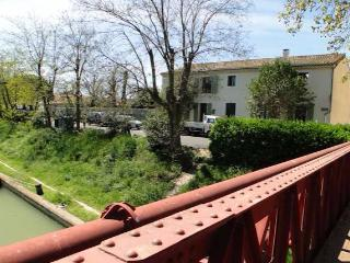 French gites for rent on the Canal du Midi, Poilhes