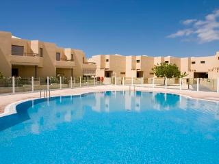 Only 50 m to the Beach, BBQ,Tennis court,Brand New, El Medano