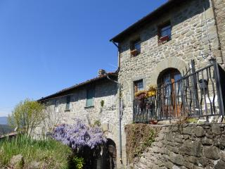 Stone cottage in Tuscan hills with beautiful view, Bagni di Lucca