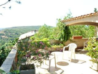 VILLA with character in a village at 2,8 kms, Antibes
