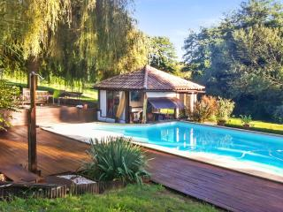 Spectacular 18th century farmhouse in the Landes, Aquitaine, with 6 bedrooms, garden & private pool, Saint-Pandelon