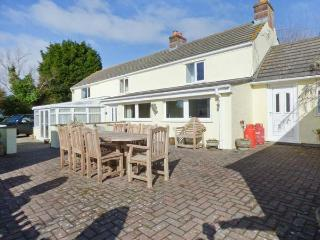 MAGPIES COTTAGE, detached, luxurious, spacious, conservatory, games room, parking, garden, in Redruth, Ref 919508